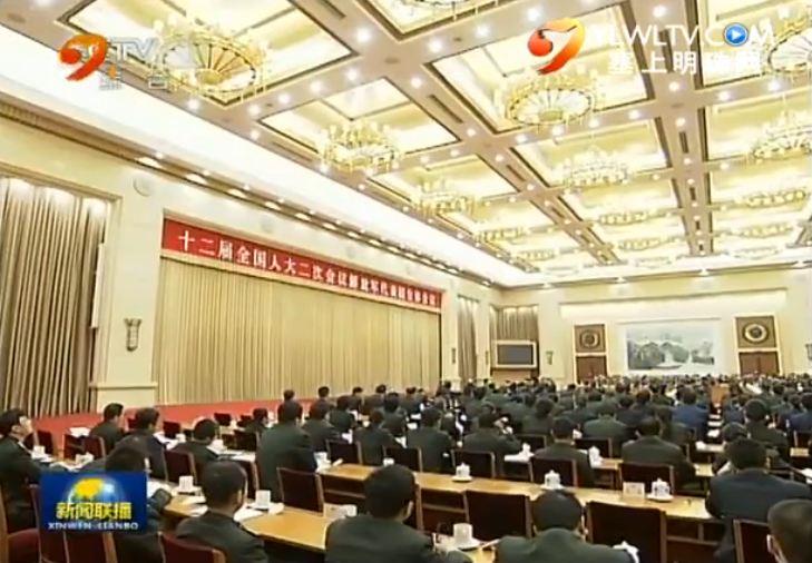 点击观看《习近平出席解放军代表团全体会议并发表重要讲话》