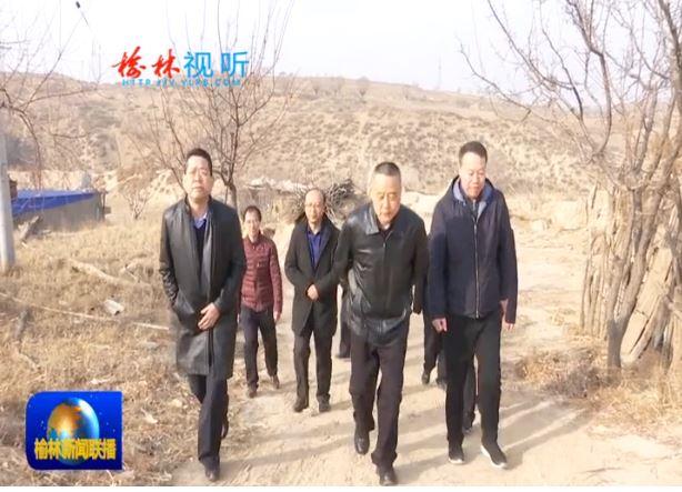 张明看望慰问贫困户和驻村工作队